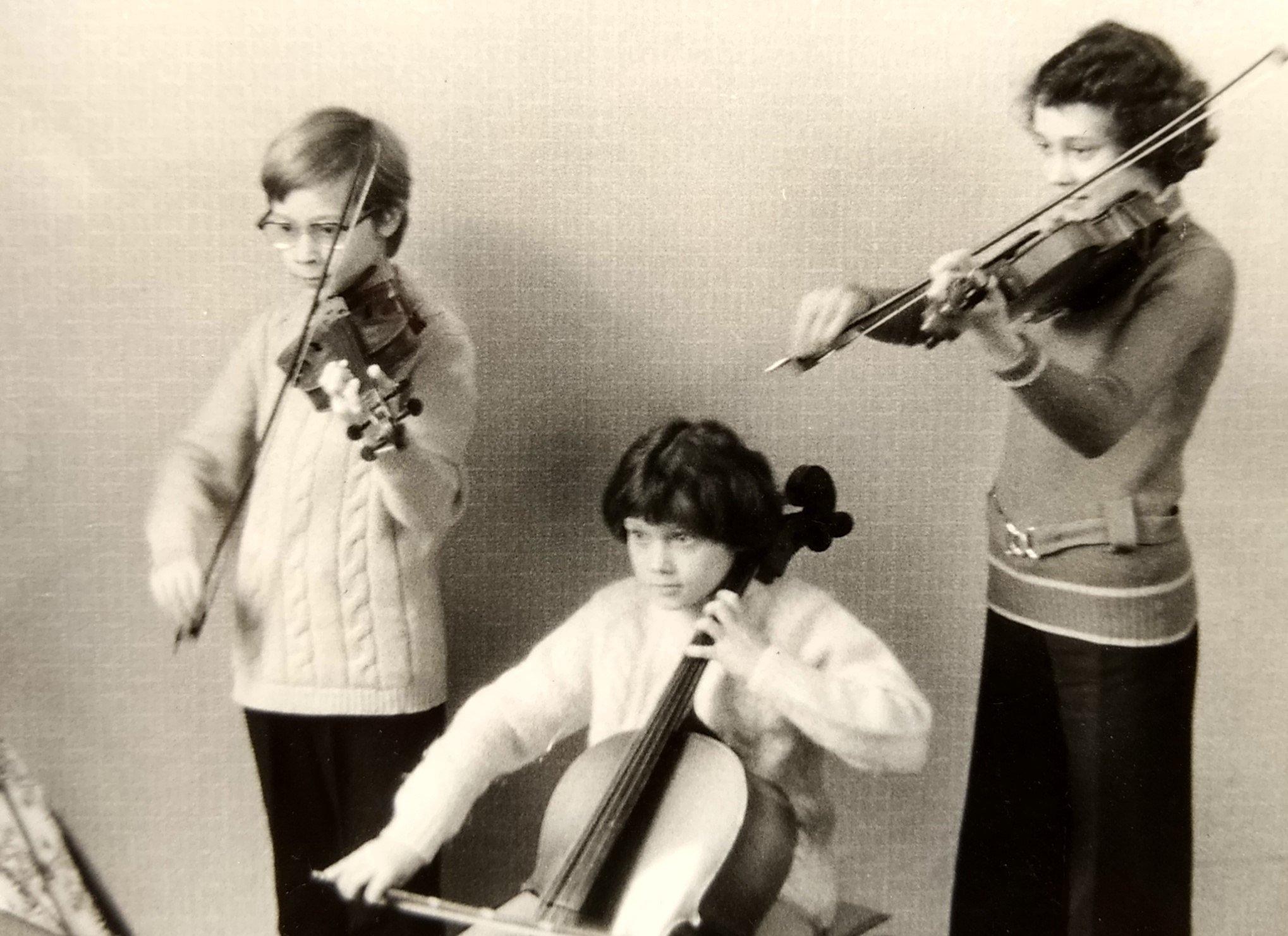 ...sie spielte Cello...