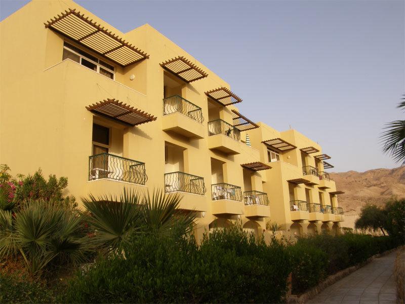 """Ein anderes der """"Bettenhäuser"""" vom Dead Sea Spa Hotel"""