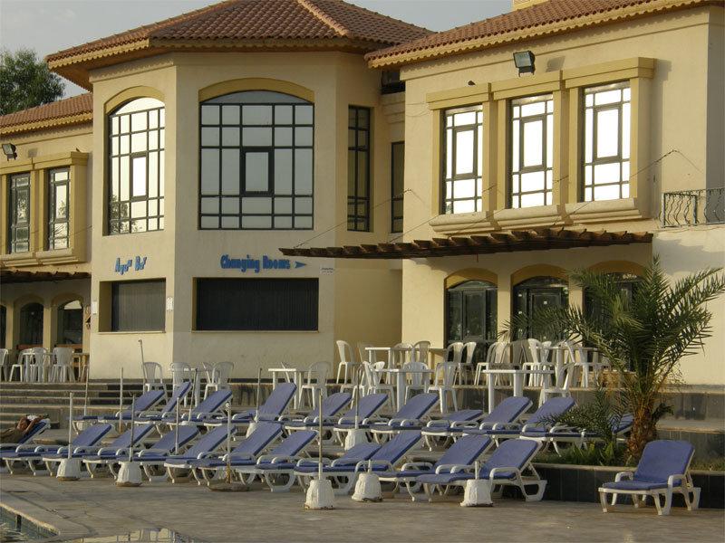 An den Swimmingpools am Dead Sea Spa Hotel