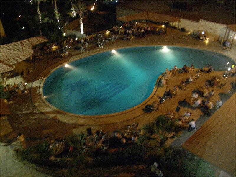 Abendstimmung am Pool am Dead Sea Spa Hotel