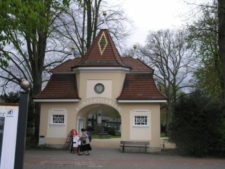 Eingang zum Konzertgarten